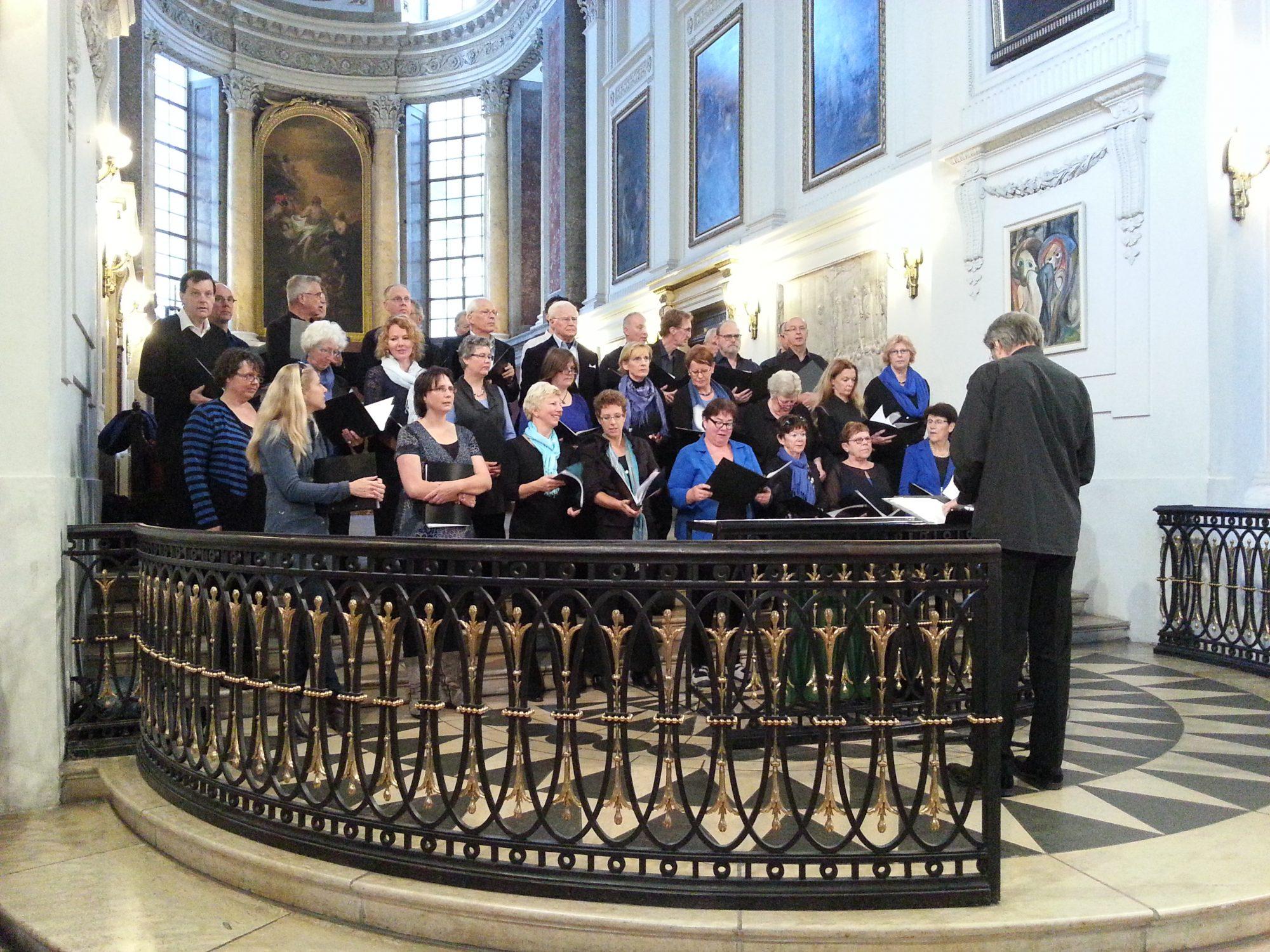 Bachreis oktober 2012: Het Bachkoor Brabant zingt in de Nicolaikirche te Leipzich
