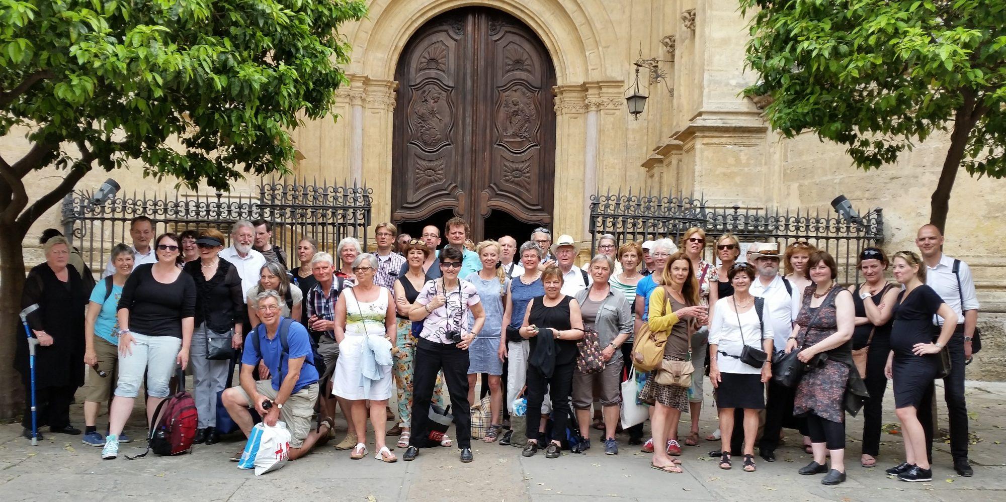 Bachkoor Brabant voor de kathedraal in Málaga